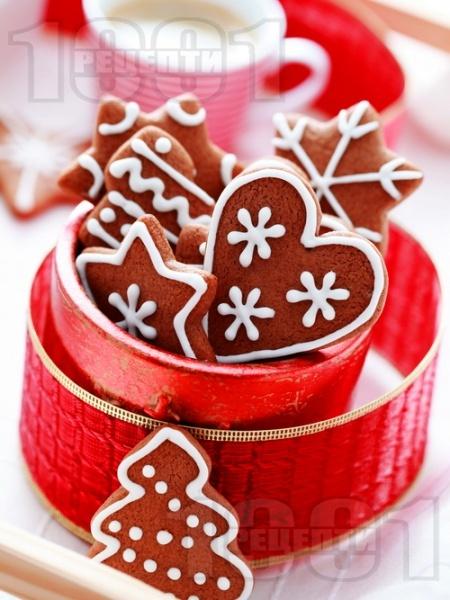 Коледни сладки с какао и захарна глазура - снимка на рецептата